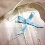 Adding 'something blue' to the Brides wedding Dress
