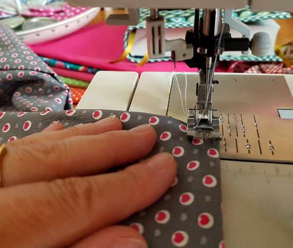 sewing machine stitching fabric